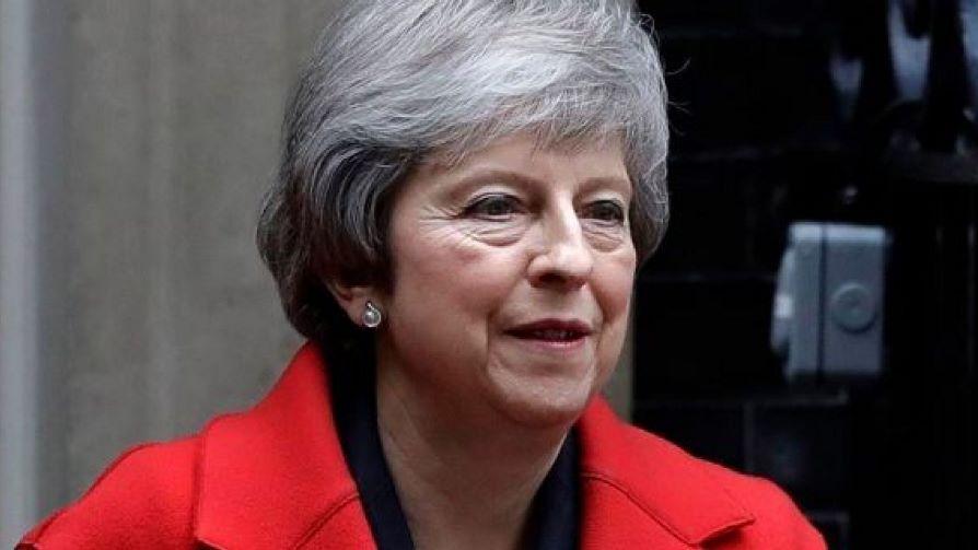 Theresa May aplaza la votación del borrador de acuerdo con la UE en el Parlamento británico.