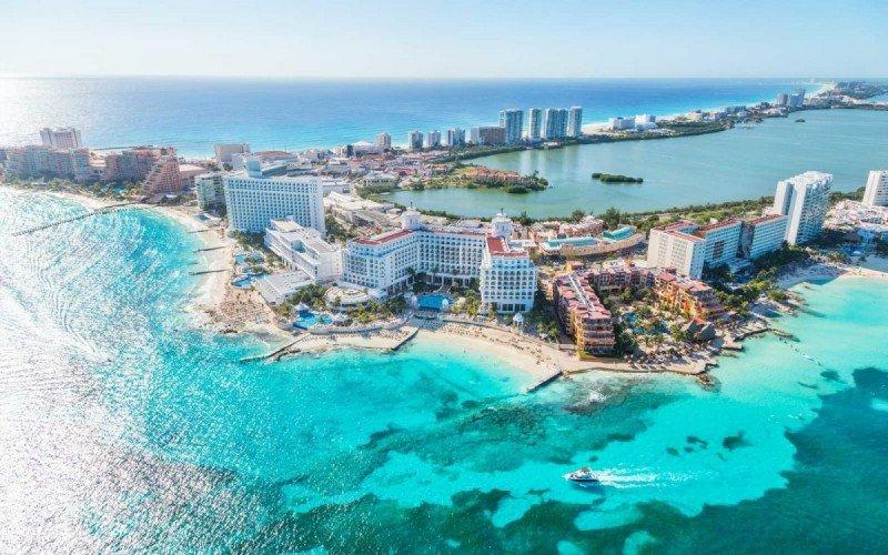 Cancún impone inesperada tasa hotelera y recoge rechazo del sector turístico