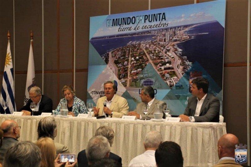 Anuncio de la certificación en Punta del Este reunió a empresarios, autoridades y representantes de asociaciones turísticas.