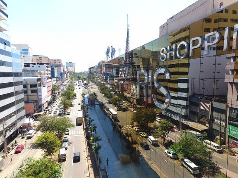 Ciudad del Este es un popular destino de compras en la triple frontera de Argentina, Brasil y Paraguay.