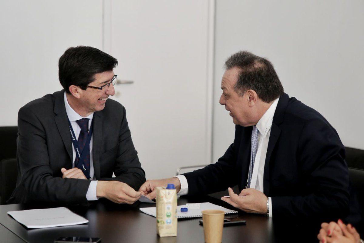 Juan Marín y Gustavo Santos en la cumbre de WTTC en Sevilla..