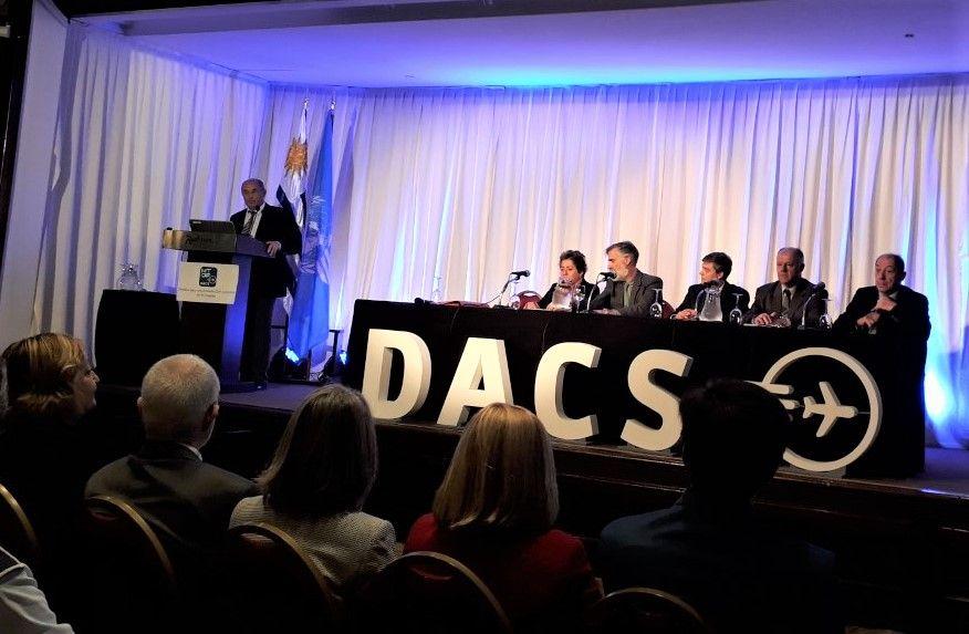 Equipo técnico de OACI presentando el informe realizado para Uruguay