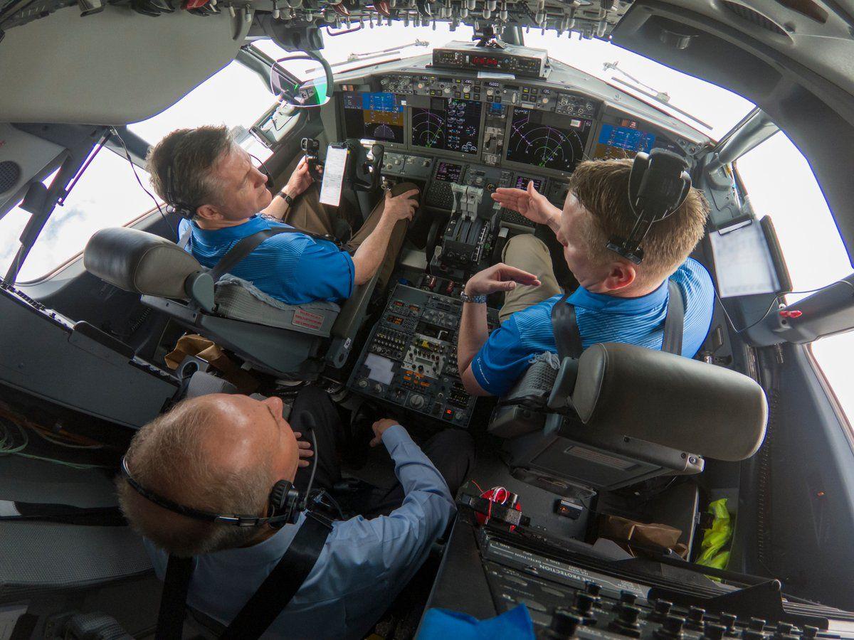 El CEO de Boeing en un vuelo de prueba este miércoles