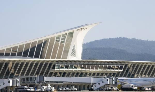 Huelga en el Aeropuerto de Bilbao: 26 vuelos cancelados este lunes | Transportes