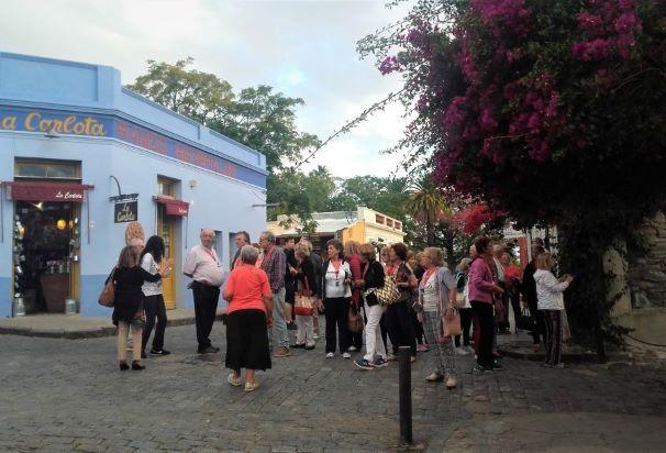 Turistas en Colonia del Sacramento, Uruguay.