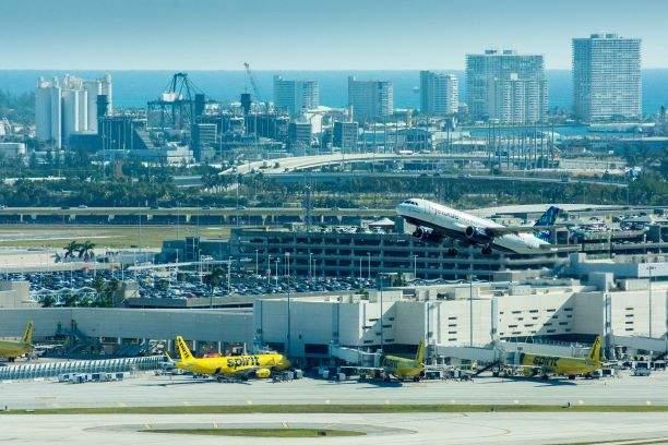 Más de 500 vuelos cancelados por cierre del aeropuerto de Fort Lauderdale.
