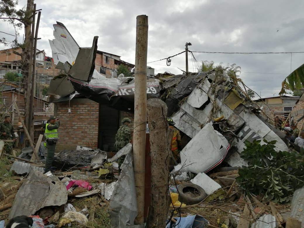 El avión de Transpacífico se estrelló en una zona de viviendas en Popayán. Foto: @