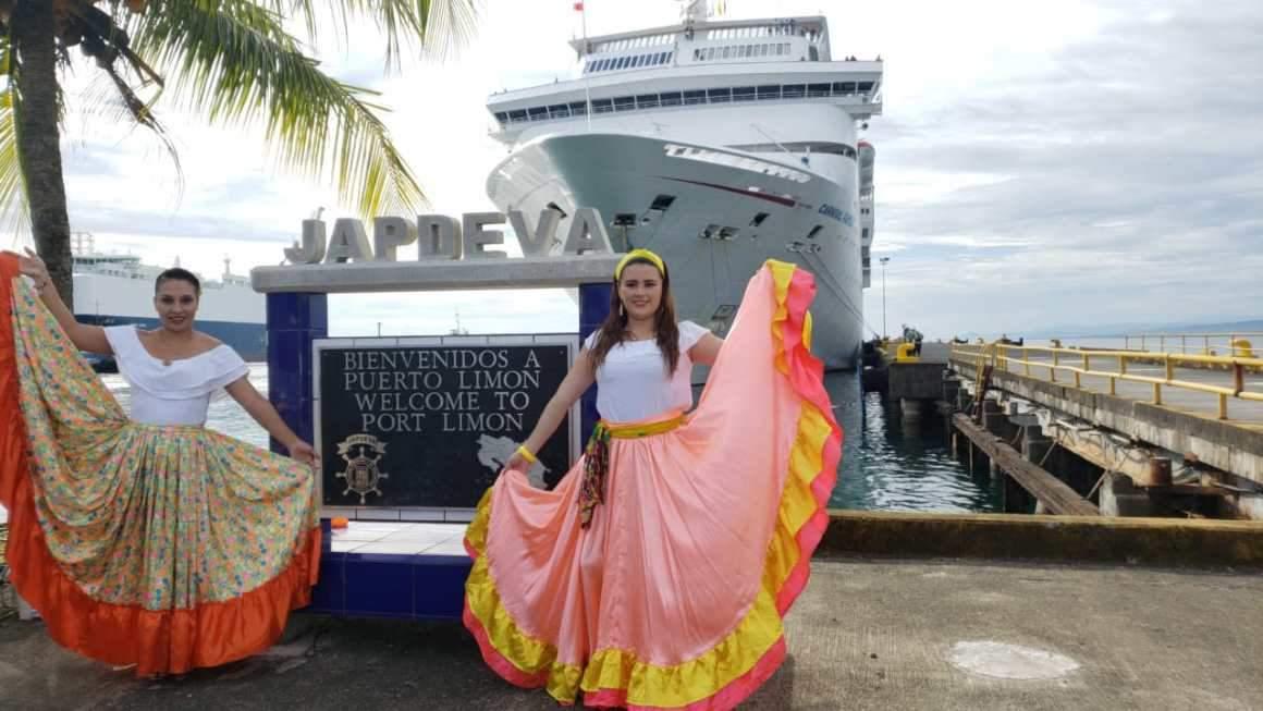 El Carnival Fantasy en el puerto de Limón: Foto: Puro Periodismo