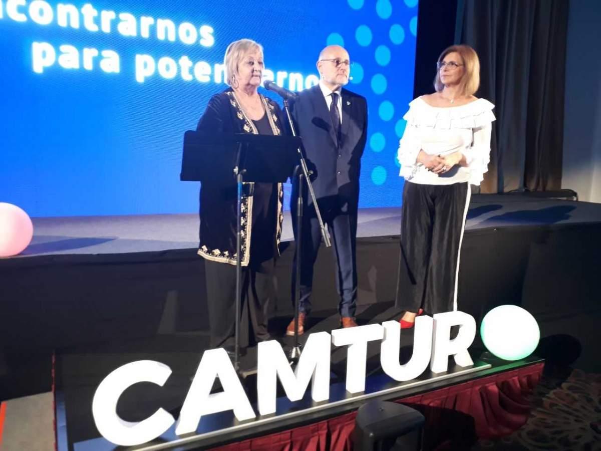 Liliam kechichian y Juan Martínez en la cena de la CAMTUR por el Día Mundial del Turismo