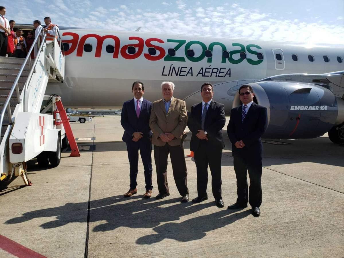 Autoridades de Amaszonas y el ministro Víctor Rossi en la presentación del avión