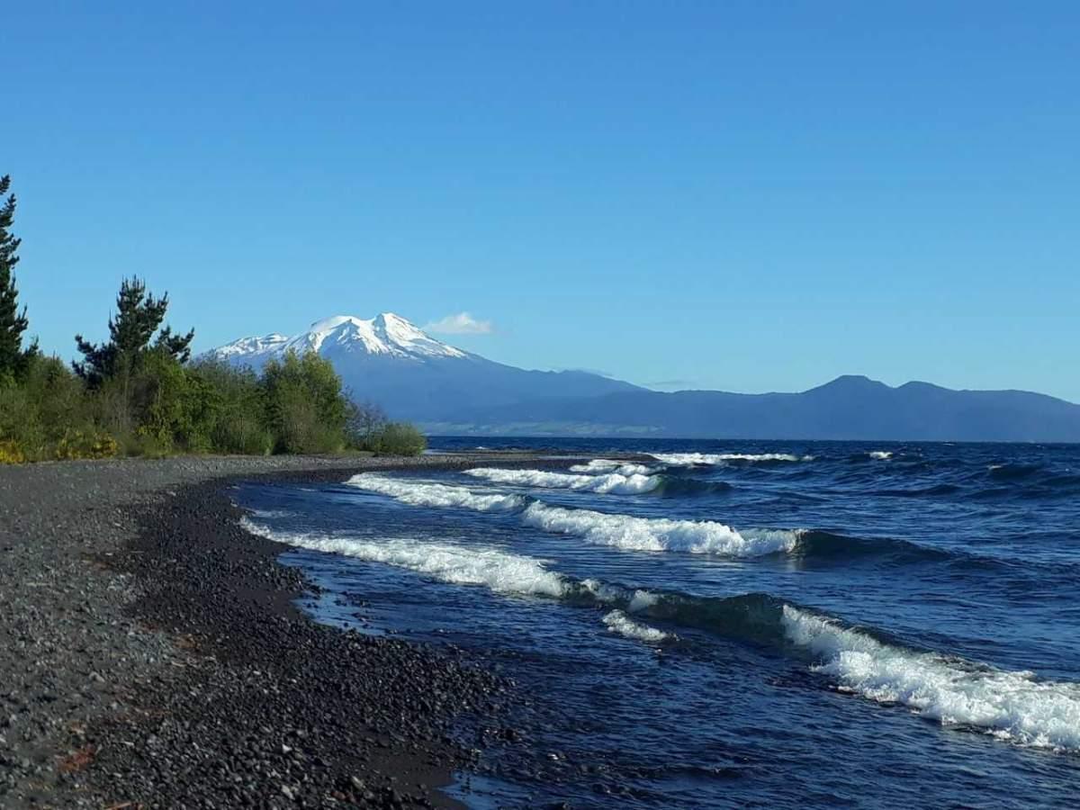 Volcán Calbuco desde la playa de Las Cascadas