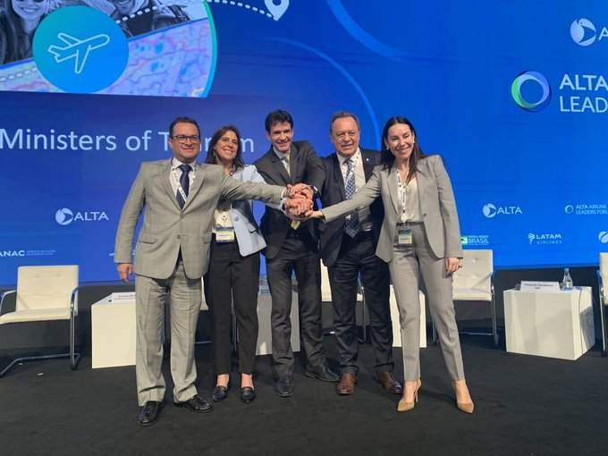 Autoridades de Perú, Brasil, Chile y Argentina en el Foro de Líderes de ALTA