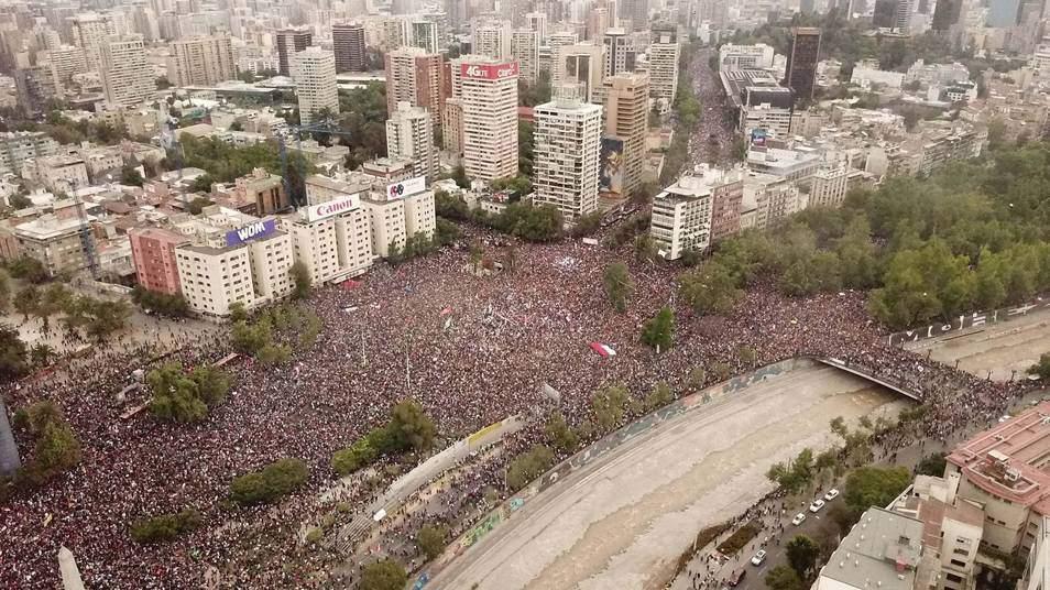 Cerca de un millón de personas marcharon en Santiago en el pico de las protestas.