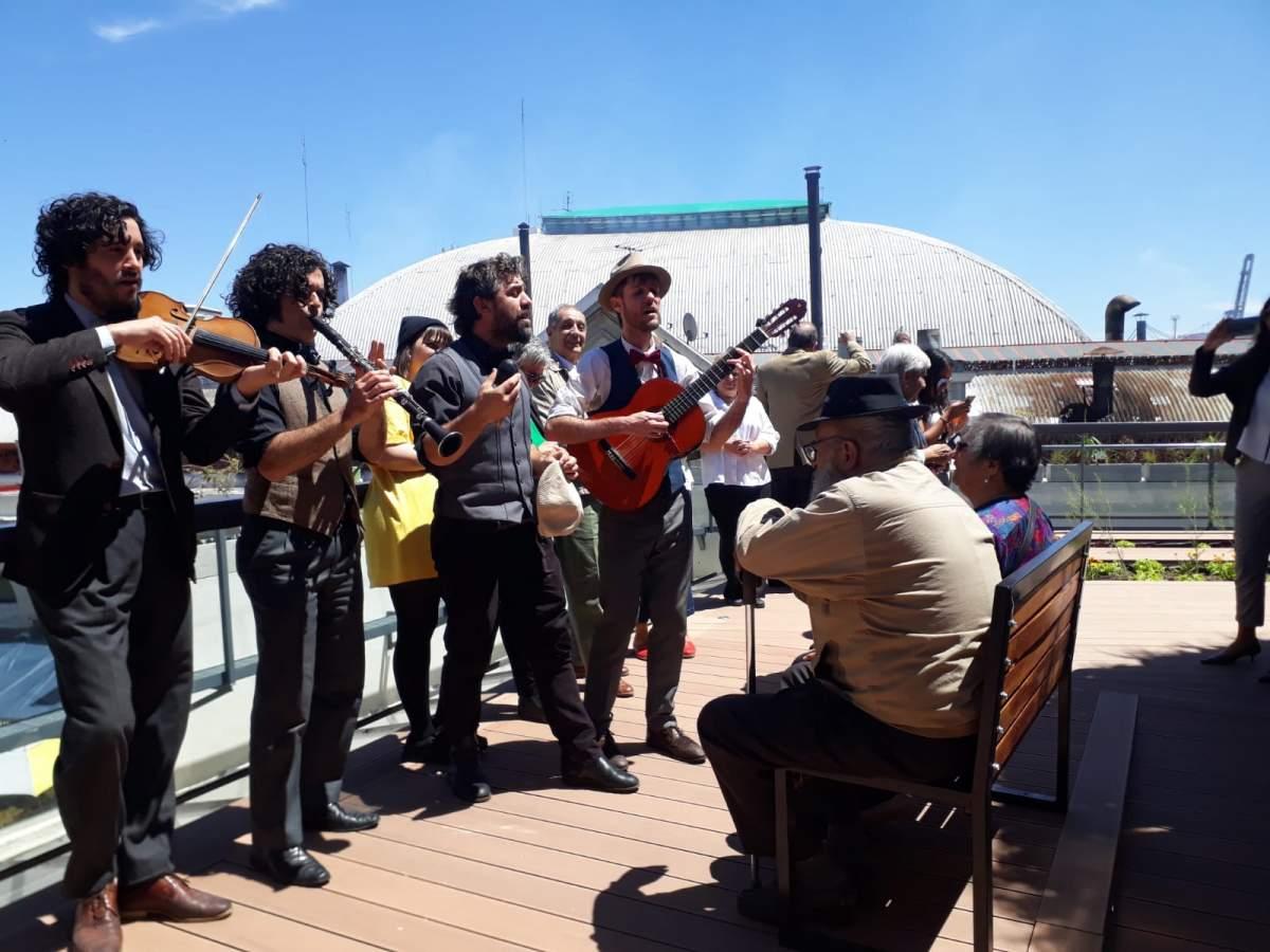 El Cuarteto del Amor dedicó serenatas en la terraza