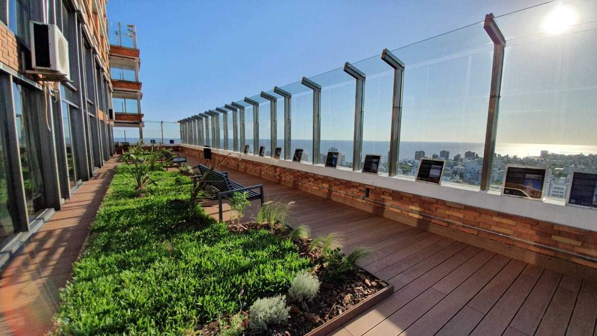 Terraza renovada del Mirador Panorámico de Montevideo
