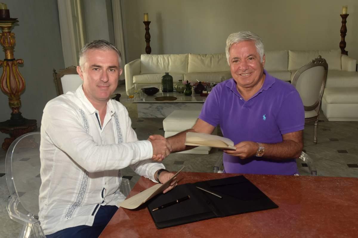 Los titulares de Aviatur y BlueBay Hotels suscribieron la alianza