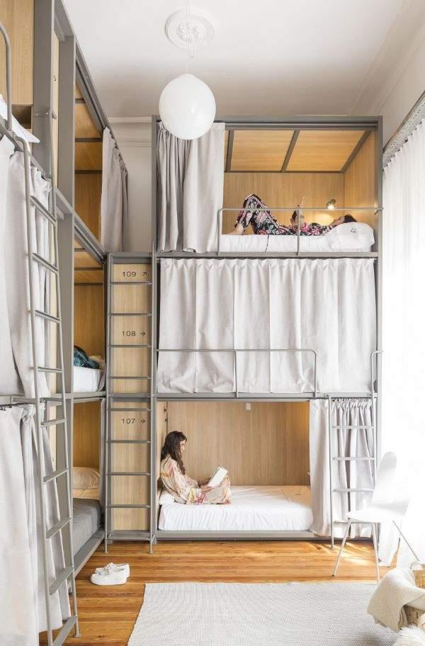 Camas cápsula de elegante y funcional diseño en Franca Hostel
