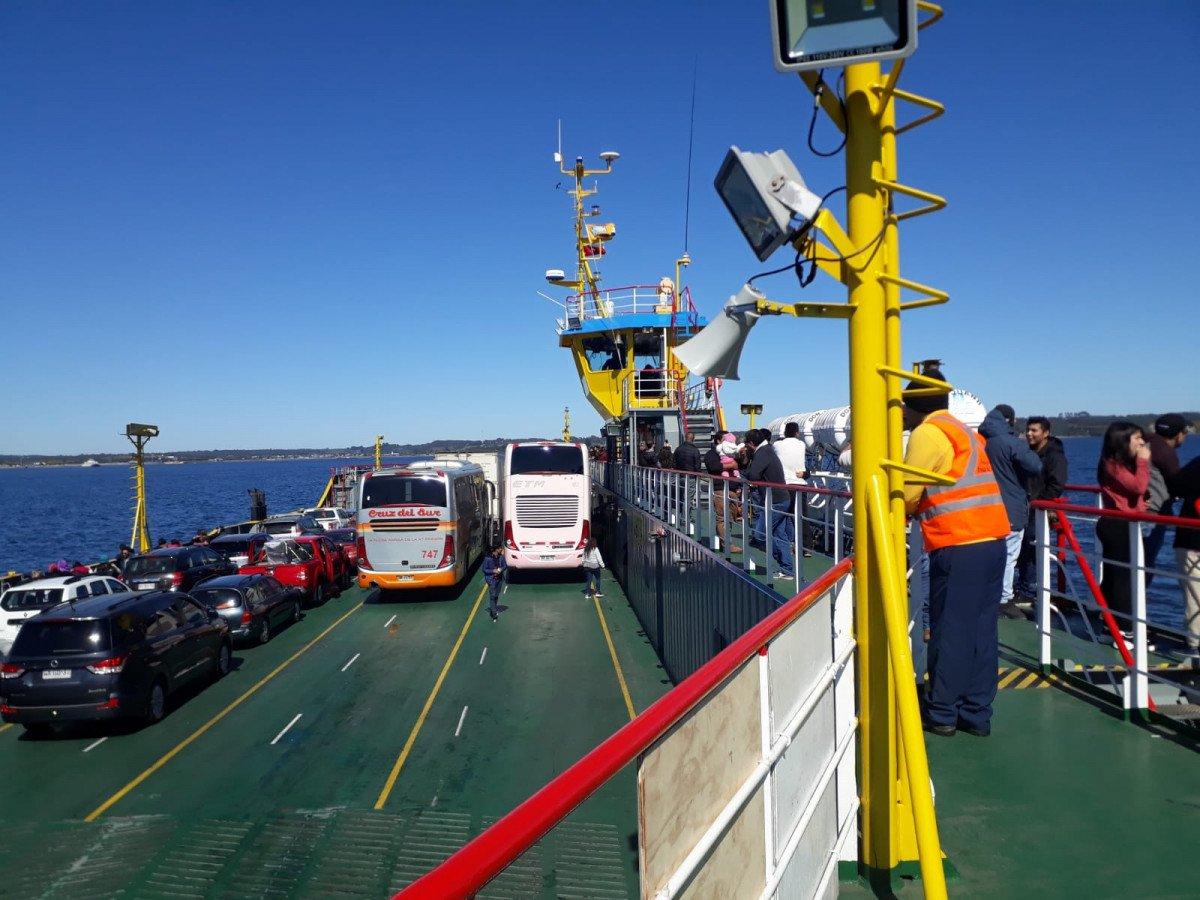 El cruce del canal del Chacao a la isla de Chiloé se realiza en transbordadores.