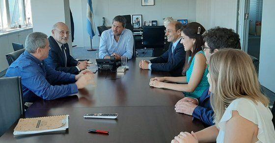 Matías Lammens recibió a Juan Martínez, quien fue acompañado por Aldo Elías y Ricardo Terán