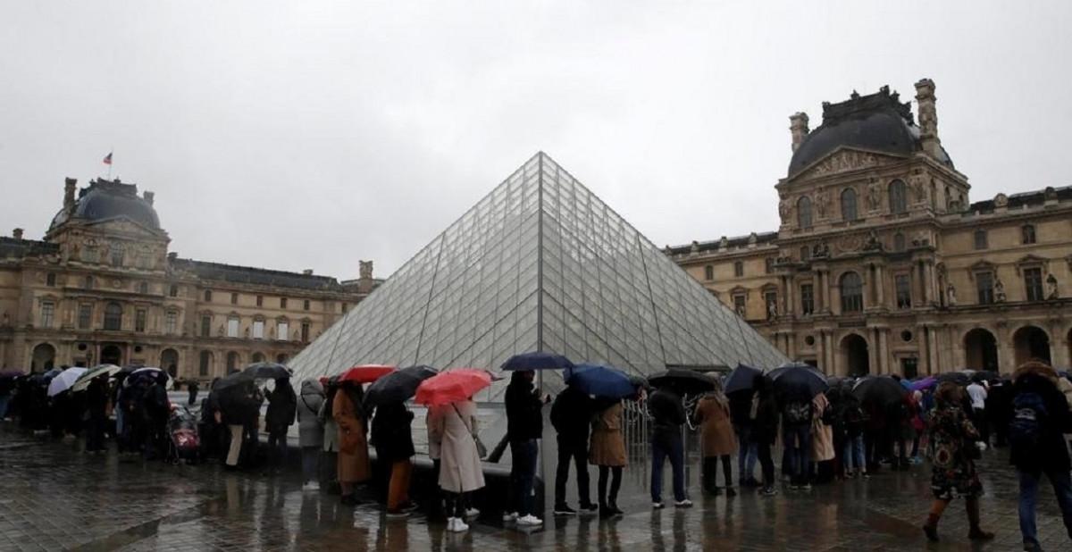 El Louvre cierra sus puertas por el coronavirus