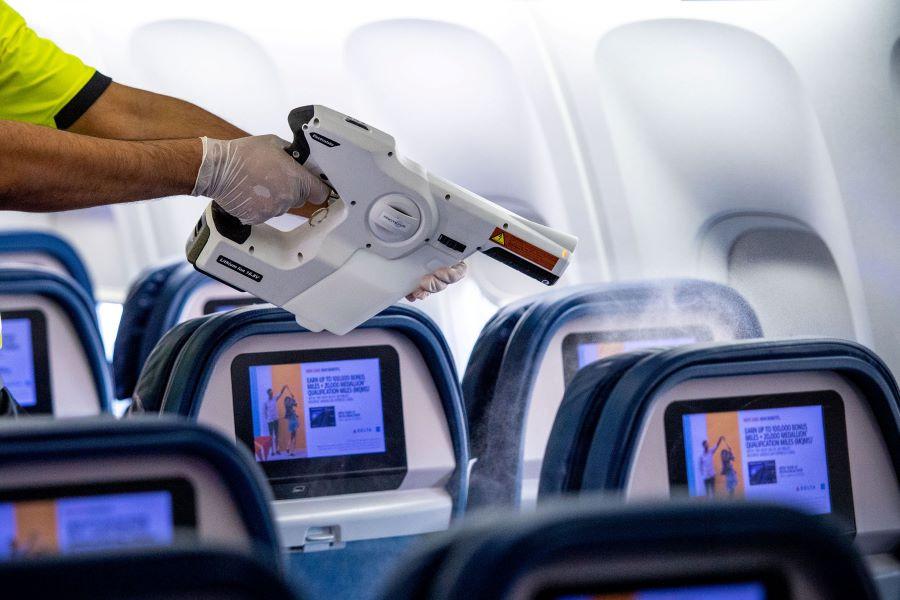 Nebulización a bordo de un avión de Delta