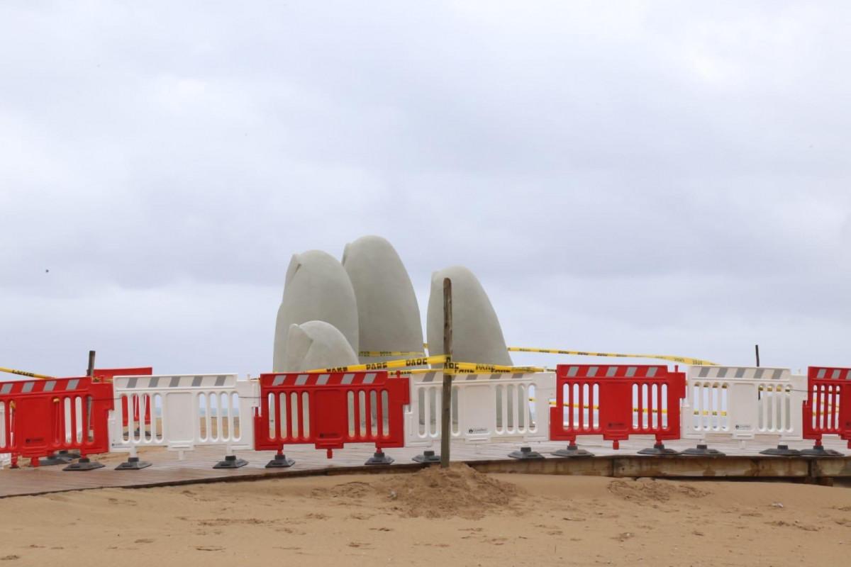 Los Dedos de Punta del Este, vallados para evitar visitas. Foto: @emekavoces