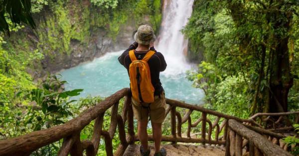 Costa Rica recibe primer vuelo internacional con turistas en la pandemia