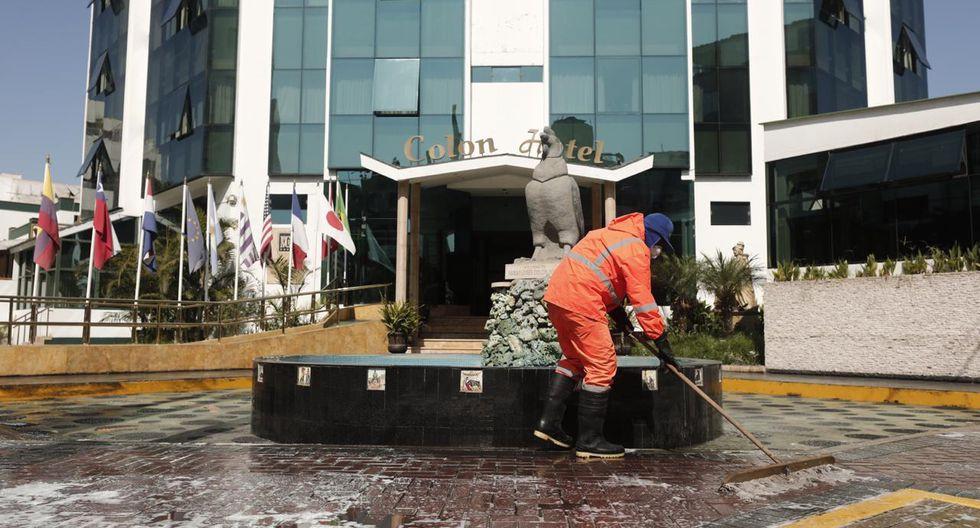 Desinfección en zona hotelera de Miraflores, Lima. Foto: Perú 21