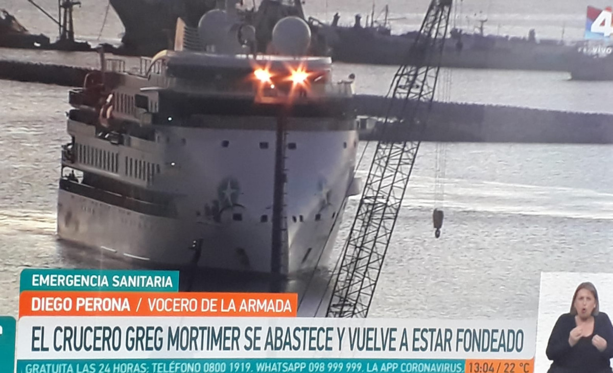 Crucero Greg Mortimer permanece frente a Montevideo desde hace semanas