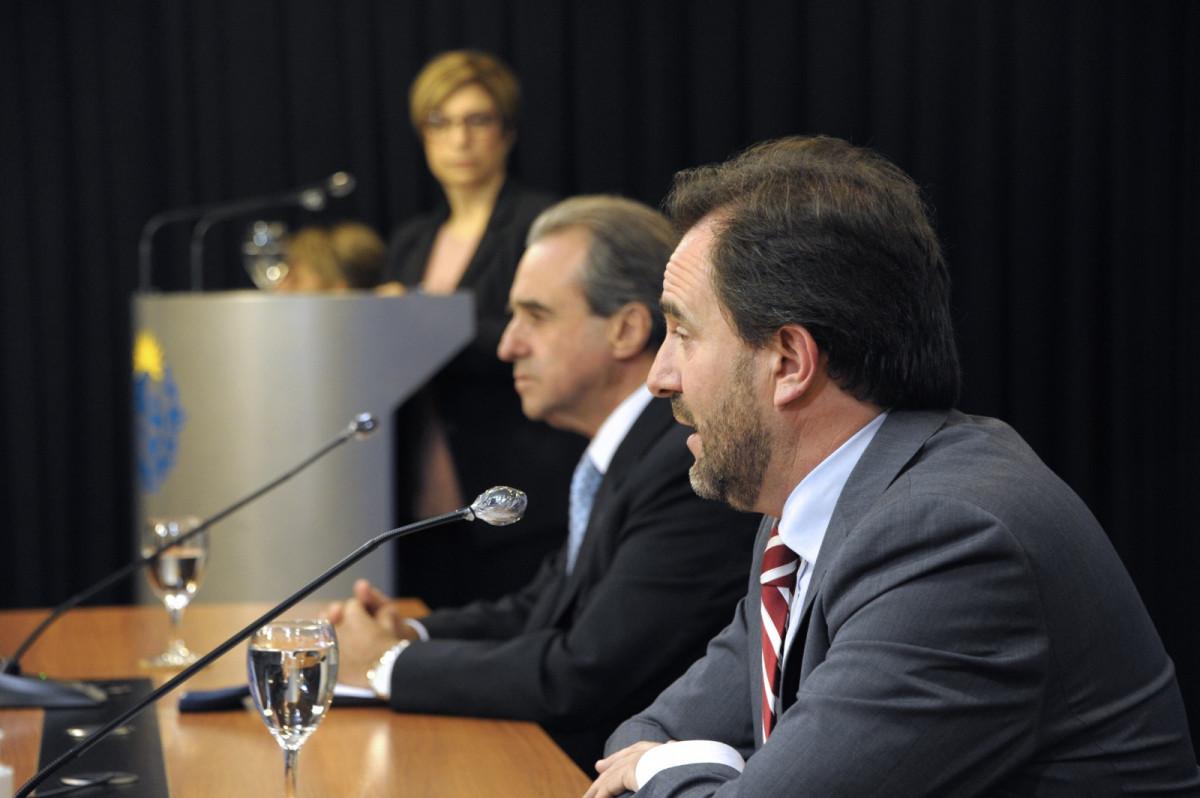 Germán Cardoso y Remo Monzeglio en conferencia de prensa. Foto: Presidencia