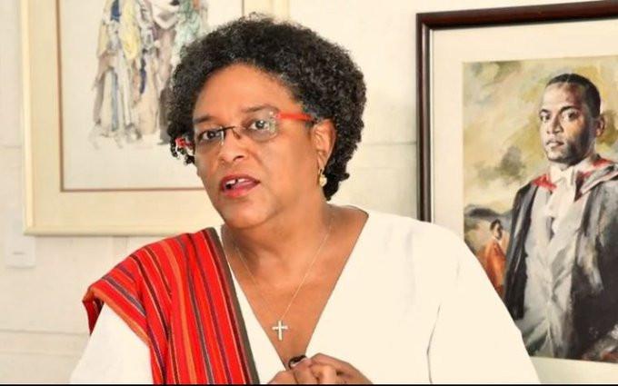 La primera ministra de Barbados, Mia Mottley, invitó a los canadienses a viajar al país