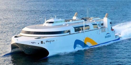 A bordo del barco Francisco, que hará un nuevo viaje este viernes, instalaron un laboratorio para analizara hisopados.