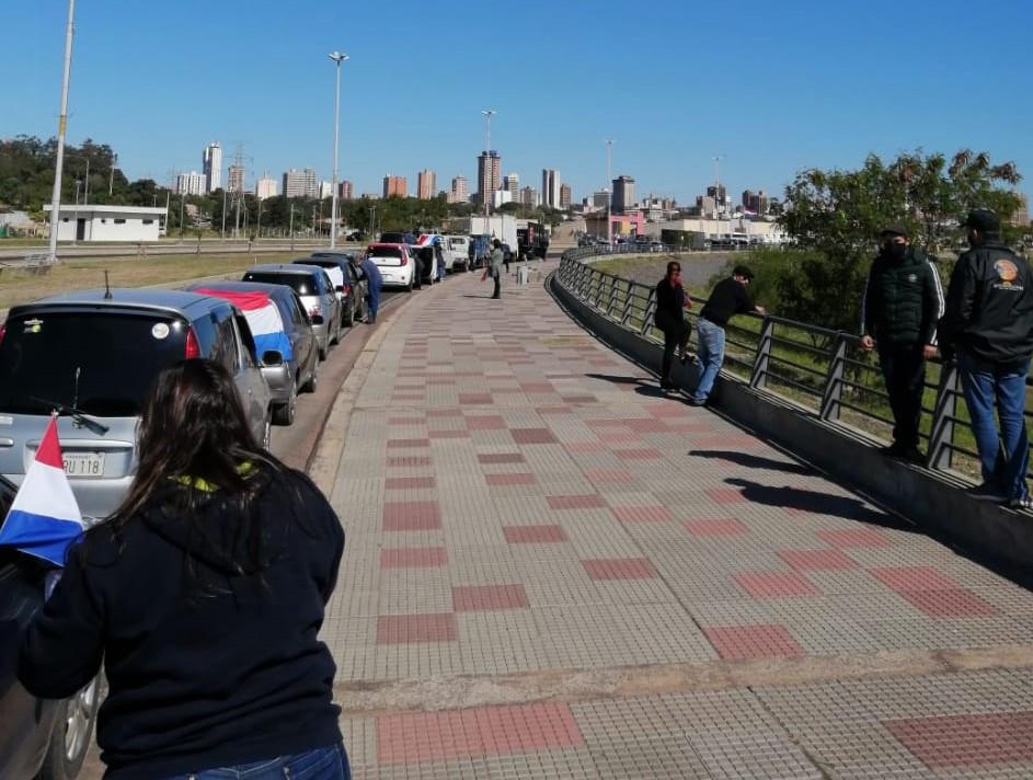 Manifestación de prestadores turísticos en Asunción. Foto: @adricloss
