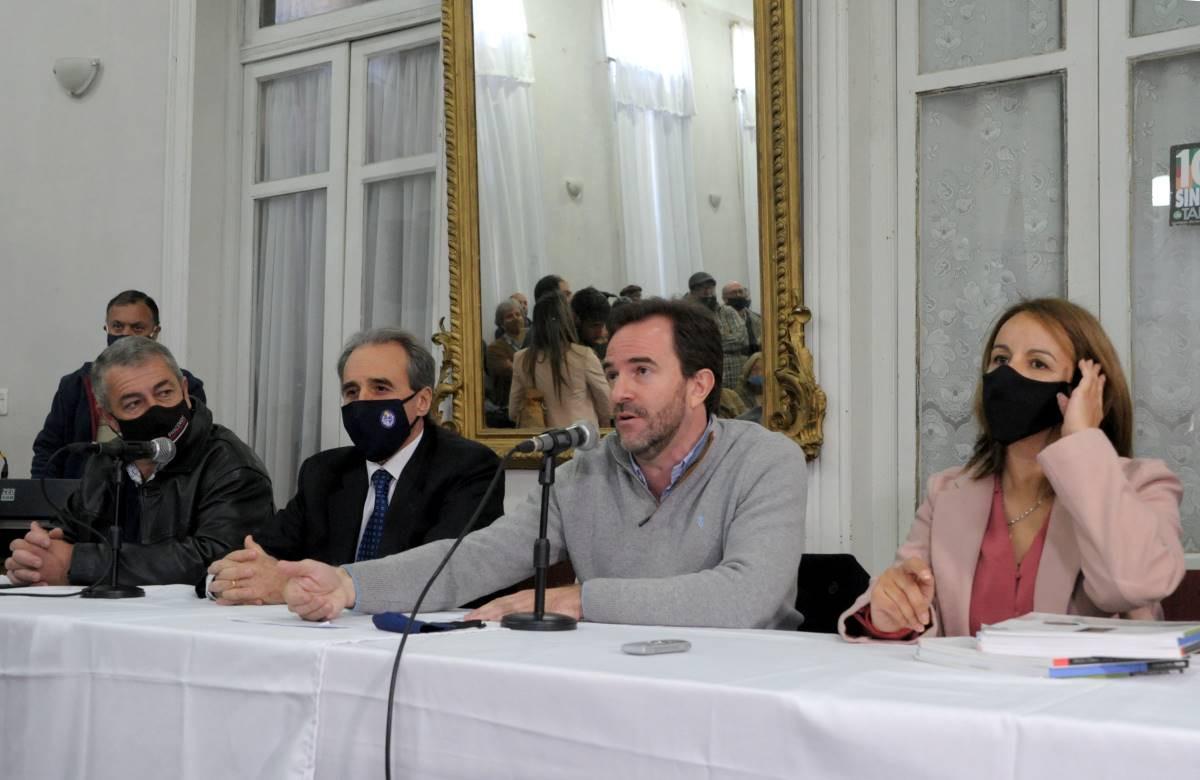 Remo Monzeglio, Germán Cardoso y la intendenta de Rocha, Flavia Coelho, en la presentación del llamado.