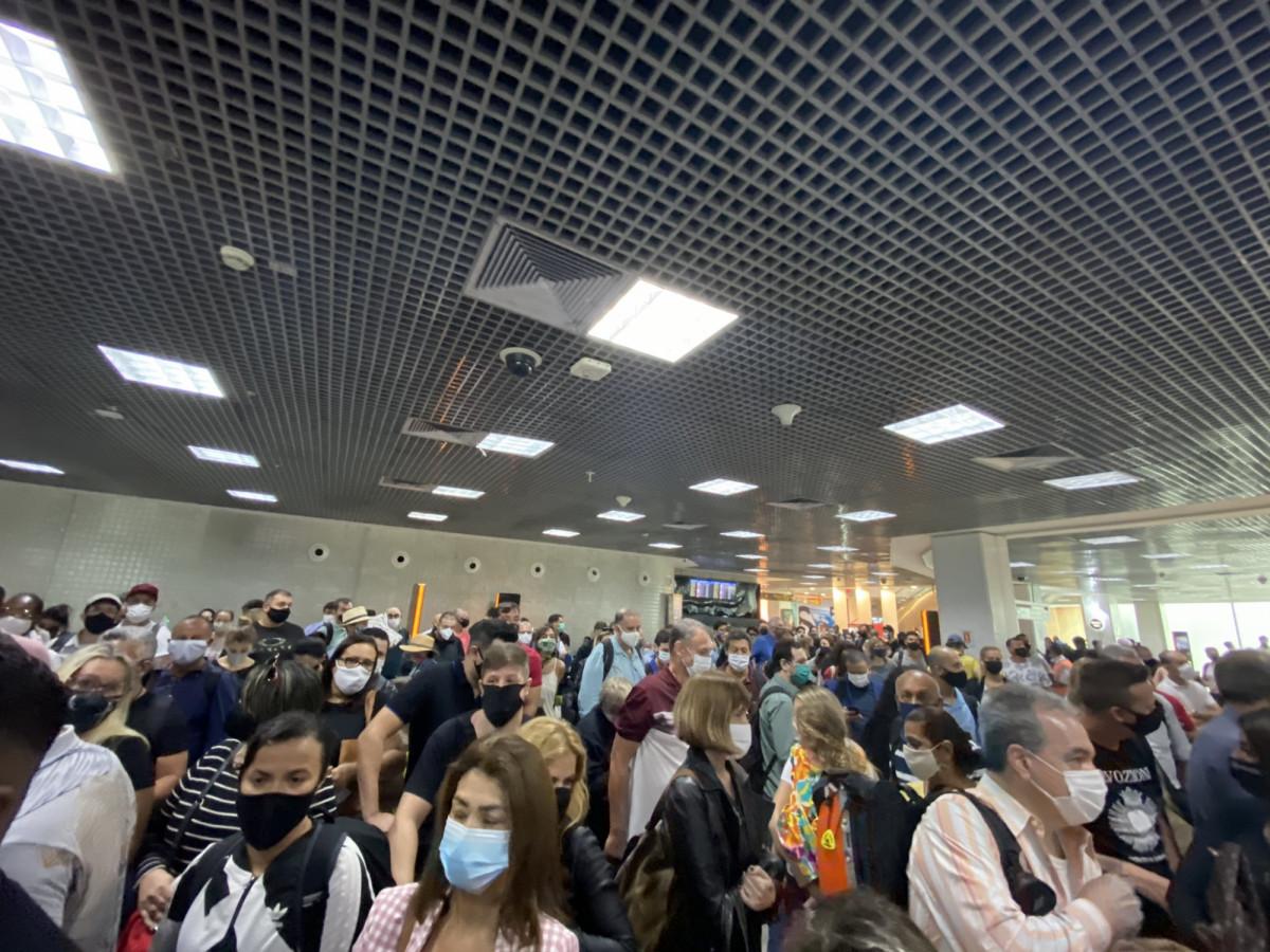 Aeropuertos con mucho tránsito durante el fin de semana largo