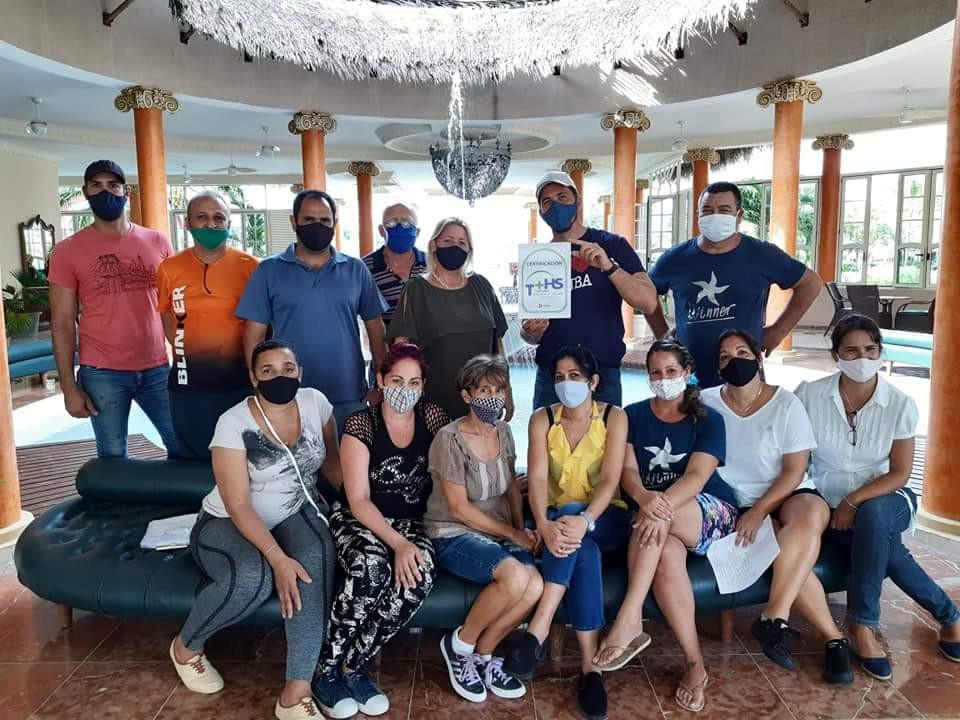 Hoteles cubanos exhiben sus certificados de bioseguridad.