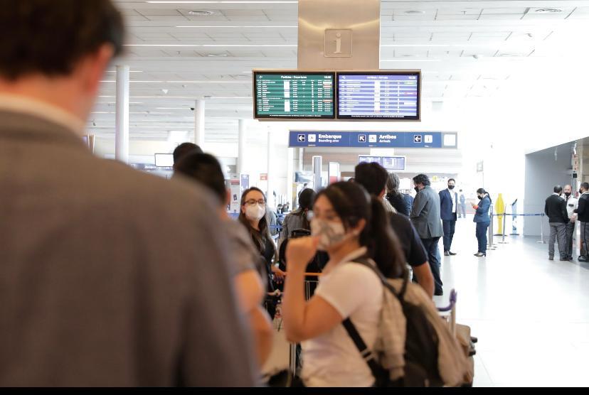 Argentina reanuda los vuelos regulares internacionales, con restricciones   Economía