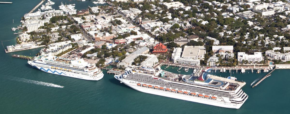 Muchos de los cruceros que llegan a Key West exceden largamente la capacidad máxima votada