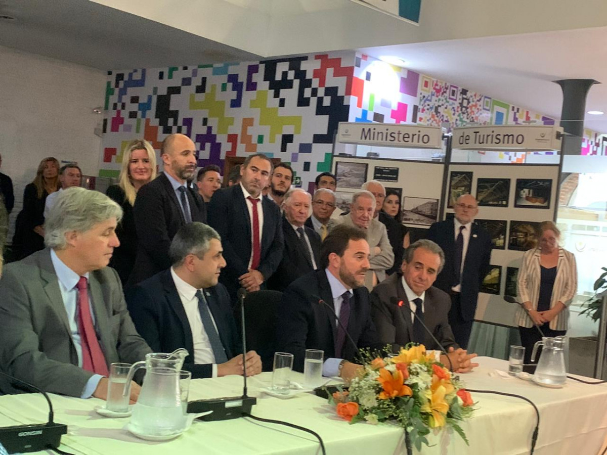 Francisco Bustillo, Zurab Pololikashvili, Germán Cardoso y Rem Monzeglio en la asunción de las autoridades de Turismo de Uruguay el 2 de marzo.