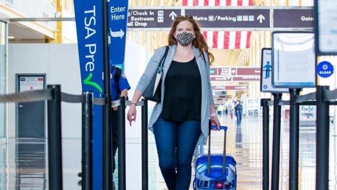 Más de 3 millones de pasajeros pasaron por controles aeroportuarios en EEUU entre el viernes y el domingo.