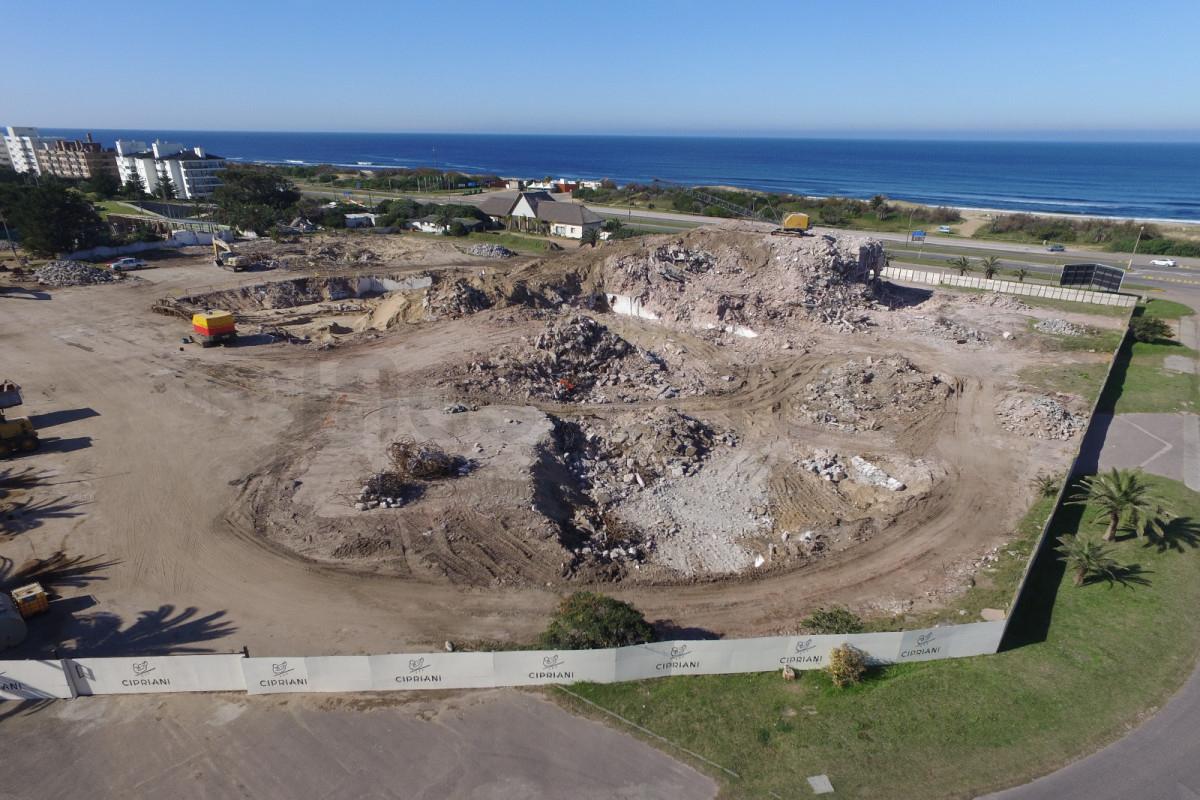 El emblemático edificio del hotel casino San Rafael fue demolido para dejar lugar al nuevo proyecto.