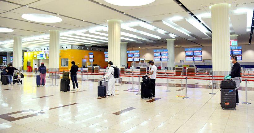 Fila para embarcar en aeropuerto de Brasil.