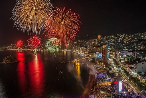 Acapulco deja en suspenso una tradición que desde hace 20 años ilumina su bahía.