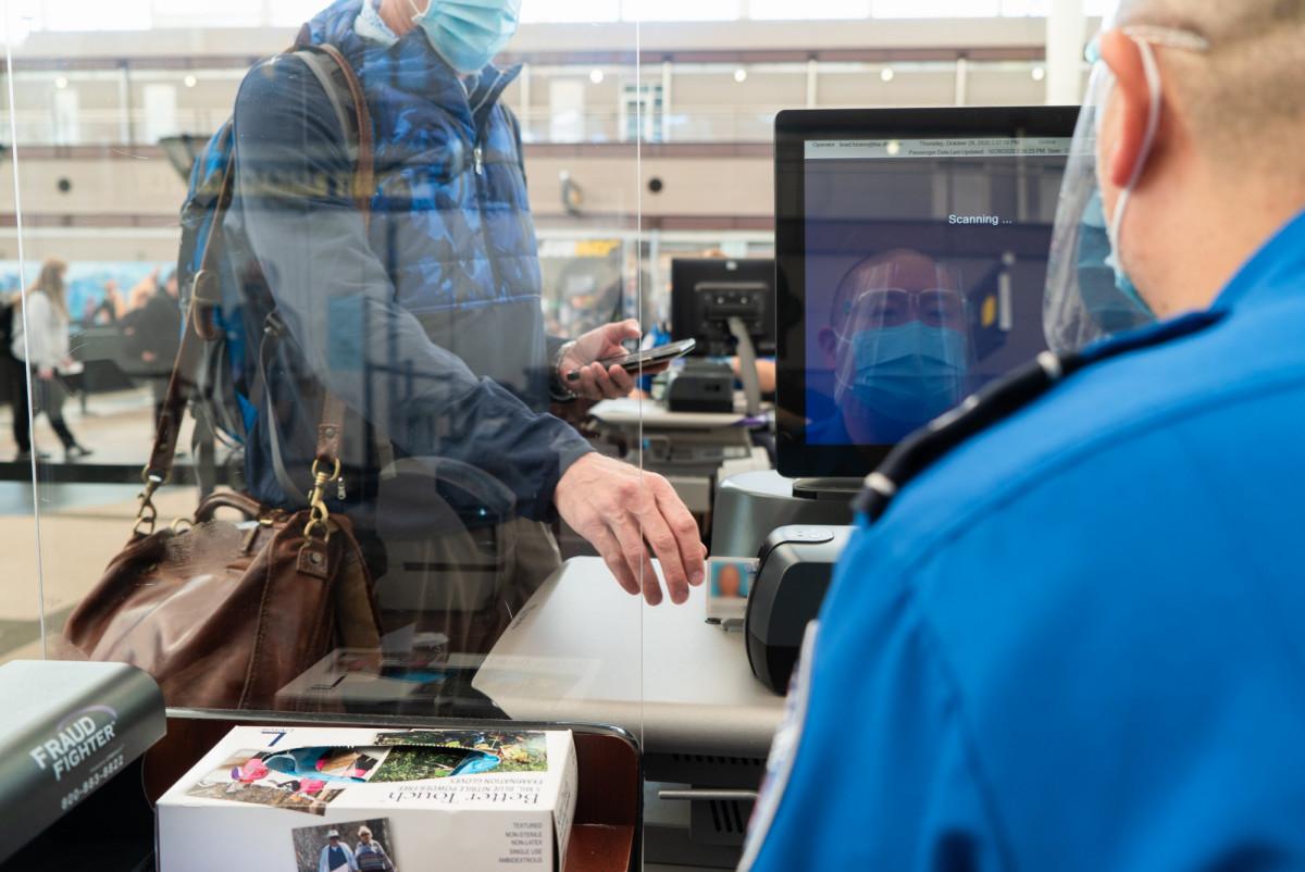Desde el 26 de enero EEUU exigirá tests negativos a todos los pasajeros aéreos internacionales.
