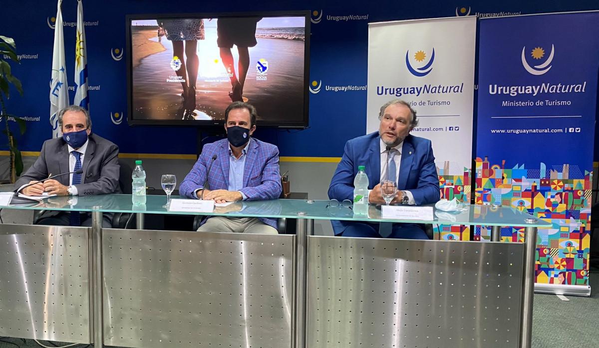 Subsecretario y ministro de Turismo, Remo Monzeglio y Germán Cardoso, junto al intendente de Rocha, Alejo Umpiérrez