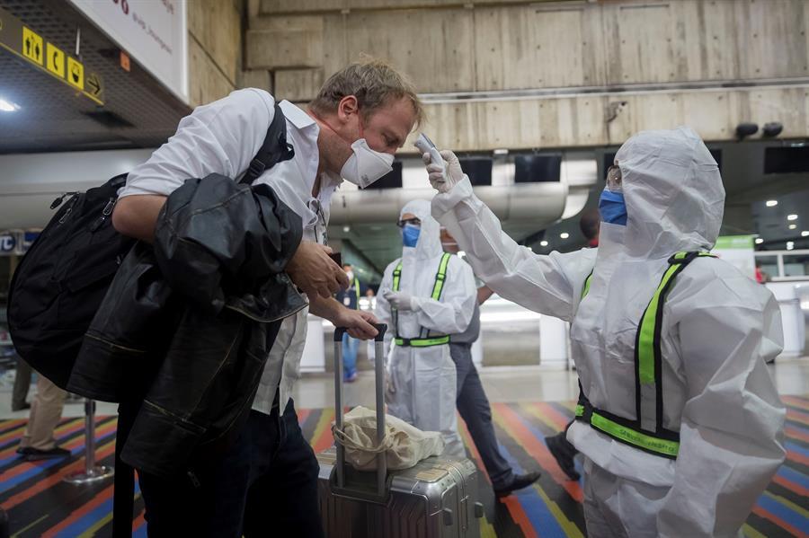 Gobierno habilita laboratorio para hacer pruebas PCR en aeropuerto de Caracas