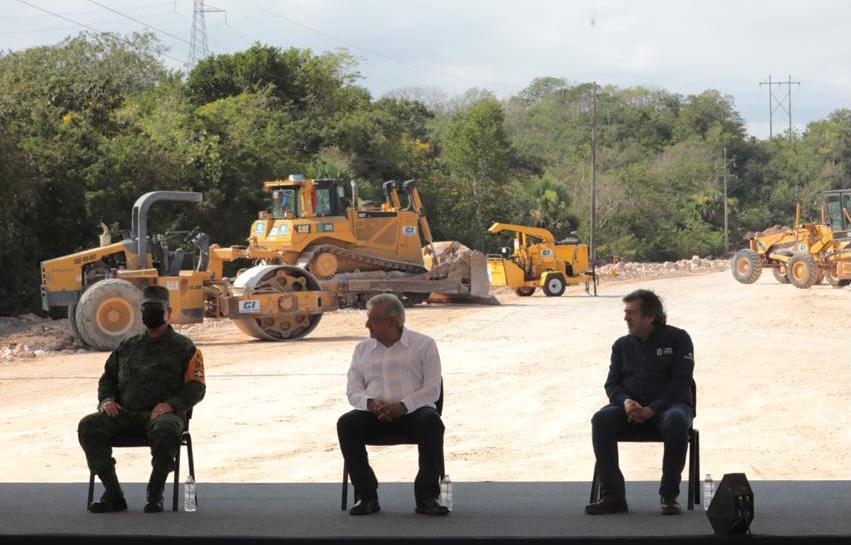 López Obrador visitando obras del Tren Maya