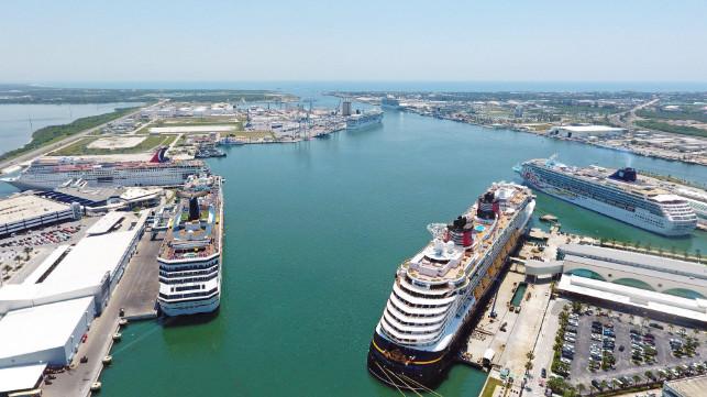Cruceros en los muelles de Port Canaveral.