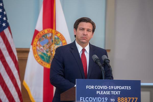 Gobernador del Estado de Florida, Ron DeSantis.
