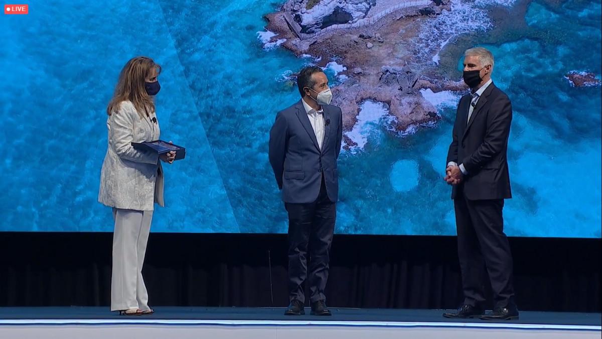 Christopher Nassetta, Gloria Guevara y Carlos Joaquín González.